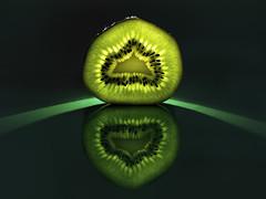 Kiwi (kunstschieter) Tags: macro fruit explore kiwi makro