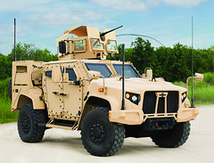 Meet the badass Joint Light Tactical Vehicle (JLTV) - set to replace the Humvee currently used by U.S. military (geekslop) Tags: unitedstates military humvee automobiles jltv