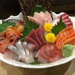 Waza Sashimi ปลาดิบ8อย่างจานใหญ่ชิ้นโต ร้านวาซะซูชิ