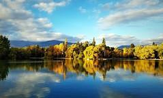 Reflexes de tardor #tardor #reflejos #reflex #lago #estany #lake #lacerdanya #landscape #atardecer #fall #autumn #colors #colores #clouds #sky #cielo #nubes #paisaje #Puigcerd #arboles #trees (Miamy7) Tags: instagramapp square squareformat iphoneography uploaded:by=instagram naturaleza naturalezacautivadora lake lago landscape paisaje puigcerd clouds nubes reflejos
