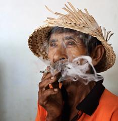 indonesia - bali (mauriziopeddis) Tags: indonesia bali ritratto portrait fumo smoke