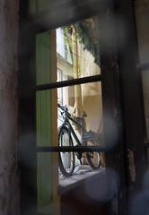 Cykelfrvaring i porten (asahele) Tags: krakow