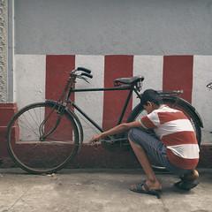 (viduthalai1947) Tags: iphonese shotoniphone img1090 streetphotography streets shotsinstreet india chennai viduthalaimani indianstreetphotographer streetsinindia streetscene streetmoments street rawstreets photooftheday tamilnadu chennaistreets streetphotographers viduthalai streetincolor