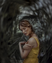 FOLLOW ME, COME ON (oroyplata.) Tags: follow lazes dark surreal irreal woman mujer jungla portrait photography green misteriousgirl fine conceptual focus magazine film pictoric creative edition paint vogue explore editor yellow dress rafa macas oroyplata inspiration