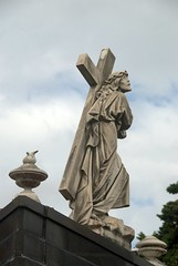 Statue of Jesus with the cross (VinayakH) Tags: tombs tomb recoletacemetery recoleta larecoletacemetery cemetery buenosaires graves argentina latinamerica southamerica mausoleum artnouveau artdeco neogothic baroque architecture