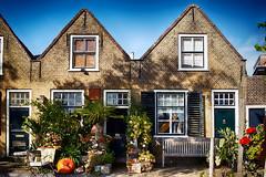 pompoen (roberke) Tags: huis house ramen vensters windows doors deuren street straat sky lucht blauw plantentuin pompoen middelharnis zuidholland netherlands netjes goereeoverflakkee