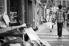 . (Le Fil Rouge Photographie) Tags: street city people urban blackandwhite france monochrome noiretblanc candid crowd streetphotography fujifilm foule ville metz x30 streetphotographer photoderue fujifilmxseries fujix30 fujifilmx30
