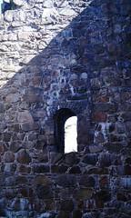 DSC05308 (villeveta) Tags: window stone ruin sten canopy fortress valv fnster glugg fstning velivilppu