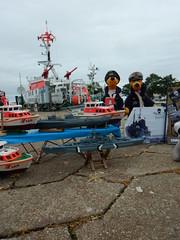 Tag der Seenotretter in Laboe (Der kleine Erich Topp) Tags: dragon leer wwii hamburg lifeboat michel hafen ostsee baltischesee kiel eckernfrde travemnde rnli atlantik lorient emden uboot laboe kielerfrde dkm adelheid mltenort u995 karldnitz dgzrs unterseeboot rnlb germansubmarine seenotretter ubootwaffe u552 erichtopp peterpetersen onkelwolf ubootbasis wikingerfahrtenmitdemrotenteufelboot ufang 7cunterseeboot uadelheid wurmflitzer harritardsen masterofthebalticsea