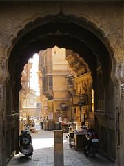 "Jaisalmer: à la recherche des havelis <a style=""margin-left:10px; font-size:0.8em;"" href=""http://www.flickr.com/photos/127723101@N04/22365285956/"" target=""_blank"">@flickr</a>"