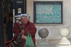 La buenaventura (Landahlauts) Tags: calle andaluca europa europe catedral stranger rosemary granada gratis romero andalusia andalusien andalousie desconocido pobreza andalusie andaluz buenaventura gitana capillareal alandalus vendedora andaluzia robado  vendedorambulante marginacion  andaluzja plazadelaspasiegas robandoalmas stealingsouls andaluzio                 muralceramico  buenafortuna  dalelimosnamujer andalouzia andalusiya     fujifilmxpro1 fujifujinonxf55200mmf3548rlmois