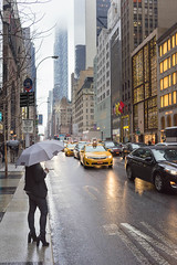 Rainy Manhattan (tam_photographe) Tags: new york city winter usa rain time manhattan taxi pluie noel madison avenue christams 5th unis umbrela parapluie amrique etats