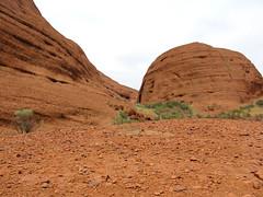 kata tjuta1 (1) (Parto Domani) Tags: rock desert nt australia outback desierto uluru aussie northern ayers wste deserto territory dsert yulara   monolite