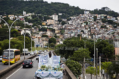 13 Presente para Iemanja_29.12.2015_Foto AF Rodrigues_7 copy (AF Rodrigues) Tags: praia brasil riodejaneiro rj streetphotography copacabana favela morro iemanj zonasul documentaryphotography rainhadomar carreata afrodrigues mercadodemadureira 13presenteparaiemanj
