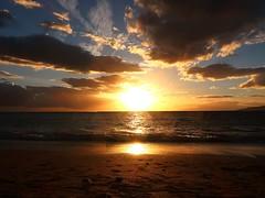 1 of Many Maui Sunsets (Mertonian) Tags: mertonian robertcowlishaw canon powershot g7x mark ii canonpowershotg7xmarkii awe dusk sand wonder beauty beautiful maui2016 joy gratitude