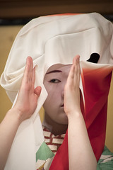 Gion Corner (maiko.gallery) Tags: red maiko geiko geisha hanamachi kimono gion kyoto japan kyomai miyako odori gioncorner