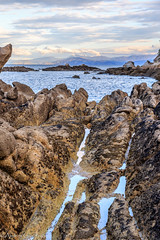 Rocas y reflejos (Andrs Guerrero) Tags: abeltasman abeltasmannationalpark newzealand nuevazelanda parquenacionaldeabeltasman playa beach rocas rocks
