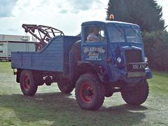 276 Bedford QL (Heavy) Recovery Truck (1945) (robertknight16) Tags: bedford british 1940s ql truck lorry wrecker military luton xsu474