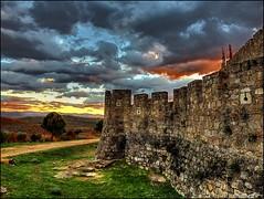 Murallas en La Adrada (Jose Roldan Garcia) Tags: castillo murallas valle titar adrada atardecer colores paisaje nubes