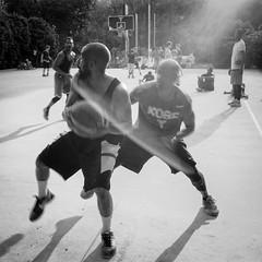 Street Basket Players (attilio.pirino) Tags: street basket players flare bw pallacanestro bagliore film leica m6 35mm voigtlander tmax kodak milan milano italy italia
