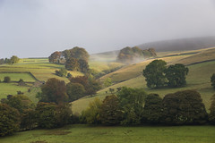 Autumnal hillside (Keartona) Tags: peakdistrict derbyshire derwent valley hillside autumn trees farm hills october england english britain mist morning