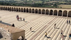 Street people time lapse- Assisi Italy (improntediluce15) Tags: belpaese italy estate città umbria turismo turisti ombre shadow sun timelapse people assisi