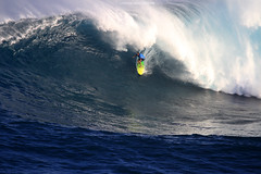 IMG_1666 copy (Aaron Lynton) Tags: peahi lyntonproductions canon 7d maui hawaii xll xxl bigwave big wave wsl surf surfig surfing jaws peahichallenge