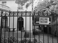 DSC_1907 (2) (jeanbehue) Tags: dclaration politique autocollant rue street bourgeoisie htel particulier droite gauche grille
