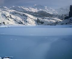 Frozen (Ahio) Tags: mountain parquenacionalpicosdeeuropa vertorama pentax snow ice blue smcpentaxfa31mmf18allimited picosdeeuropa 31mm lagoercina k5 winter frozen peasantadeenol cornin requexn torredelacanalparda