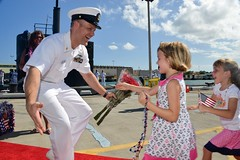 USS Columbus returns to homeport. (Official U.S. Navy Imagery) Tags: hawaii unitedstates events submarine homecoming pearlharbor arrival losangelesclass usscolumbus comsubpac 688class