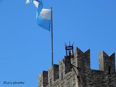 Sventola (Eca photos) Tags: italy white la san italia centro e di mura bianca castello bianco marino castel ingresso lightblue storico bandiera fortezza azzurra punte sventola mattorni