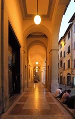 Portici (Francesco Littmann - Doc Savage) Tags: persone luci portici ristorante sera arezzo tavoli allaperto