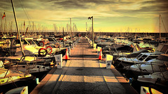 Caminar entre barcos (explored 2015/12/03) (Fnikos) Tags: sea sky sun sol water port puerto boat mar agua barco camino path walk sunny exhibition cielo vehicle caminar exposición soleado