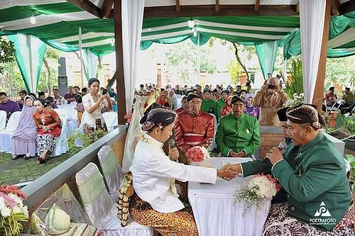 Foto Pernikahan Prosesi Akad Nikah Pengantin Muslim Jawa Di