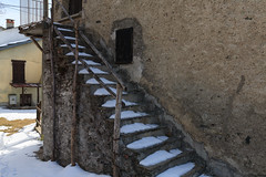 la neve aiuta la composizione (Clay Bass) Tags: 24105 crissolo baita buildings canon5d snow stairs wall