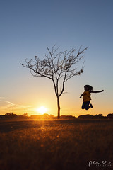 Glcklich / Happy (Photography By Pia Cerda) Tags: fall silhouette sunset happy glcklich kind child golden color autumn fun young jump hpfen texas west red yellow sun set sky awesome love