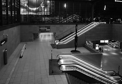Monoton (deta k) Tags: berlin deutschland germany bahnhof potsdamerplatz sw bw nikond7100 nikkor1024mmf3545