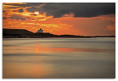Bamburgh Lighthouse (.Wadders) Tags: bamburgh lighthouse sunset northumberland ngc d600 water nikonfxshowcase