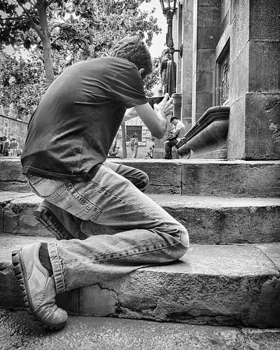 B/W   #photographer #streetphotography #light #shadow ➡️ #applePhotowalk with @rodrigorivasph ⬅️ #interesting #applepdgphotowalk #blackandwhite #igersbcn #iPhone6Plus #Catchthemoment #LookandShoot #appleevent  #street #walking #Barcel