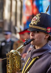 Eyes to the left, Remembrance Sunday parade, Canterbury, 13 Nov 2016 (chrisjohnbeckett) Tags: eyes canterbury remembrancesunday instrument musical uniform helmet red street urban military portrait chrisbeckett canonef135mmf2lusm parade photojournalism fotodivertenti