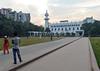 Guslhan Masjid (Francisco Anzola) Tags: dhaka bangladesh gulshan mosque religion islam people kids lawn minaret