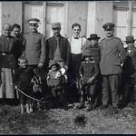Archiv B078, Bauernfamilie mit Ziegen, 1917 thumbnail