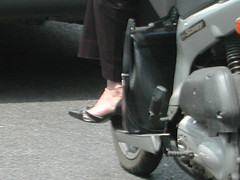 bbb96-057 (J.Saenz) Tags: barcelona street woman feet bike foot calle mujer shoes candid tacos zapatos pies moto heels tacones pieds scarpe schuh robada motorcicle shoefetish tacchi fetichismo shoeplay podolatras