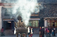 Offerings (Celiamar) Tags: china tibet monastery sakya sakyamonastery