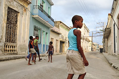 Havana 201502114 (t3mujin) Tags: america architecture boy building caribbean centralamerica city cuba havana house lahabana male people regla street playing fav10