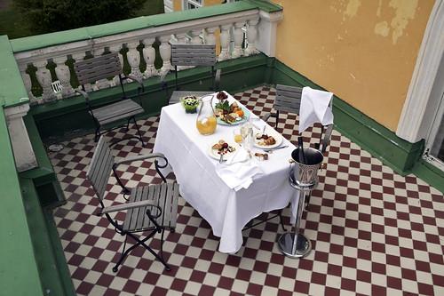 Romanttinen aamiainen tai brunssi Hirvihaaran Kartanossa