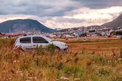 Salida (gus926gl) Tags: auto car cielo nube nubes sky cloud clouds ushuaia patagonia argentina canon t3i 50mm sigma vacaciones holidays travel viaje landscape resplandor sol soon