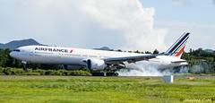 Smoke Landing (Maxime C-M ✈) Tags: martinique smoke landing boeing 777 airfrance fdf tfff 77w fgsqx