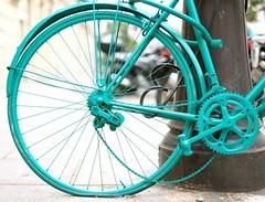 Dommage !! (ettigirbs2012) Tags: vlo bicycle vert green mtal roue wheel