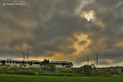 Bahnlinie am Abend (GerWi) Tags: wald outdoor himmel abend sky sonne sun forest wiesen strase mnchenreuth haidefeld wolke
